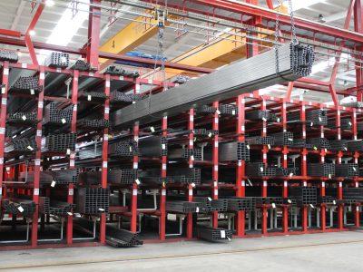Système de stockage à profil long pour l'acier